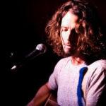 Chris Cornell continúa haciendo acústicos en solitario