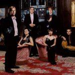Arcade Fire actúa y canta contra el mal en SNL