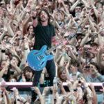 Dave Grohl expulsa a un fan de un concierto de Foo Fighters