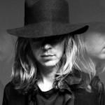 Los dos opuestos nuevos singles de Beck