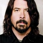 Dave Grohl y dos miembros más de Foo Fighters versionan a Queen