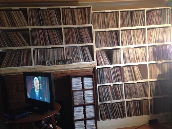Un hombre vende la colección de vinilos de su padre (250 ...