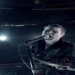 Muse lideran una futurística revolución en el videoclip de 'Revolt'