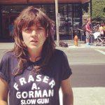 Courtney Barnett publica vídeo lleno de cameos para 'Elevator Operator'