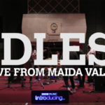IDLES rugen con fuerza en los estudios de la BBC