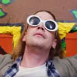 Macaulay Culkin es Kurt Cobain en el nuevo videoclip de Father John Misty