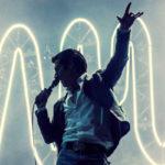 """Los mejores directos de la gira """"AM"""" de Arctic Monkeys, recopilados en un vídeo"""