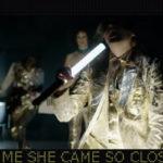 Luces y sombras en el nuevo videoclip de Arcade Fire ('Creature Comfort')