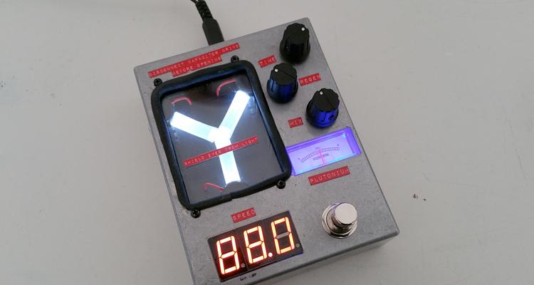 pedal guitarra condensador fluzo regreso al futuro
