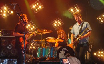 them crooked vultures colonia