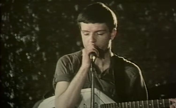 guitarra video love will tear us apart